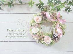 画像1: 淡いピンクのオールドローズと木の実のナチュラルリース〜プリザーブドフラワーリース